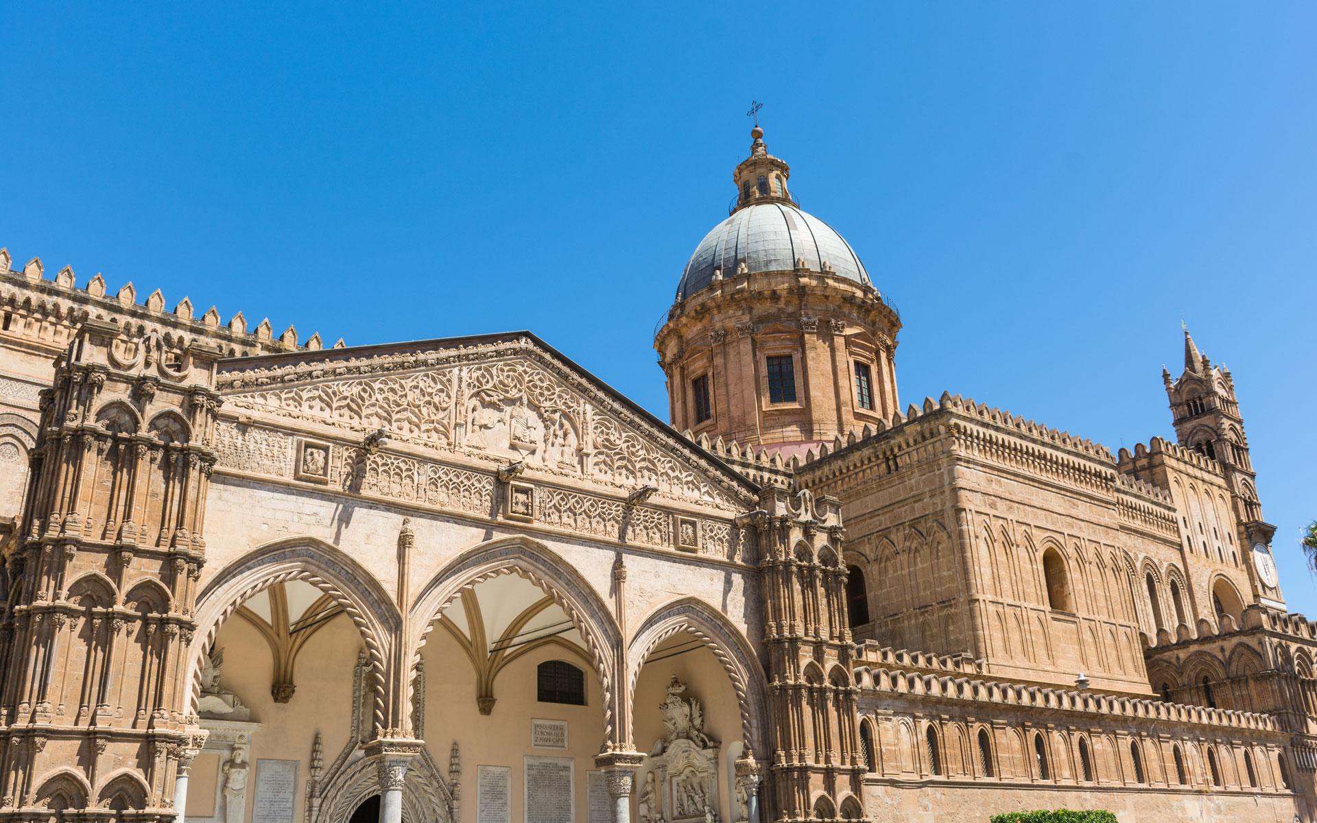 Sicilia: un viaggio tra mitologia e realtà storica, tra architettura, gusto e innamoramento.