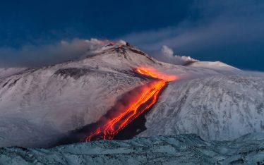 Sciare sull'Etna: il vulcano, la neve, il mare